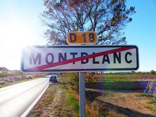 Un vieux village de charme : Montblanc  .
