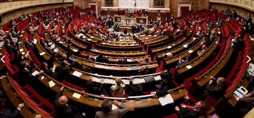 photo du Net : hémicycle de notre Assemblée Nationale.