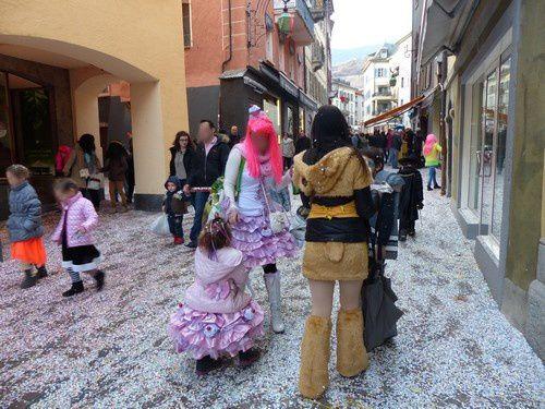 Les habitants participent au carnaval de Sion