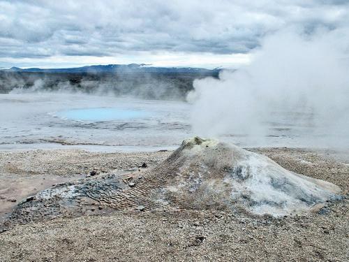 Les geysers islandais .