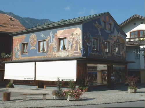 Maisons peintes dans un village de Bavière.
