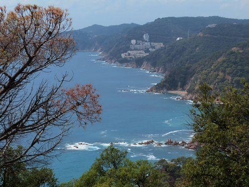 En longeant la mer sur la Costa Brava