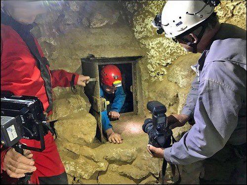Quand l'Hom visite une grotte archéologique !