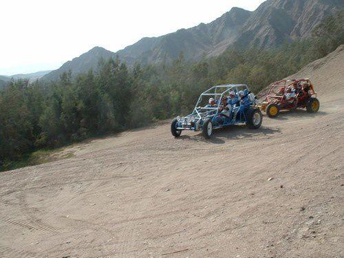 En buggy dans les dunes du Pérou