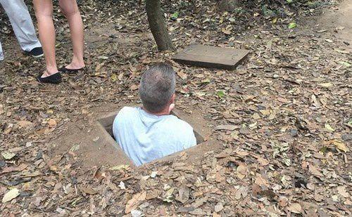 Au Viet Nam, dans les tunnels de Cu Chi