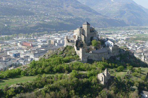 Atteindre le château de Tourbillon.