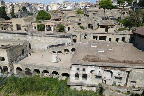 La vie romaine en l'an 79 après JC , Herculanum témoigne.