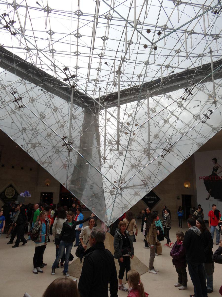 La Pyramide (inversée) du Louvre