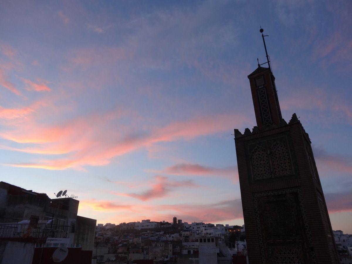 Ciel de Tanger à la tombée de la nuit