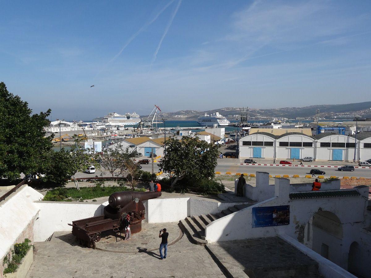 Les bateaux de croisière à Tanger, le jour et la nuit
