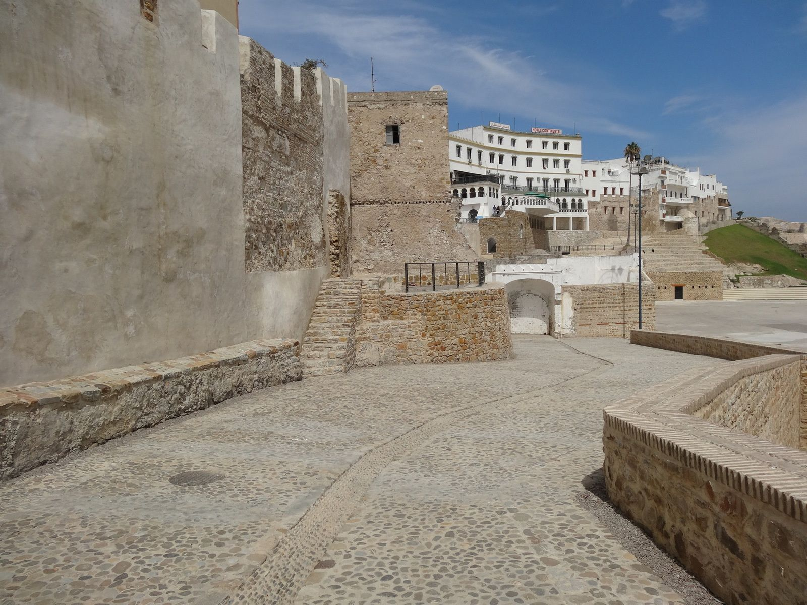 La réhabilitation de la Médina de Tanger : les nouveaux cheminements le long de l'hôtel Continental
