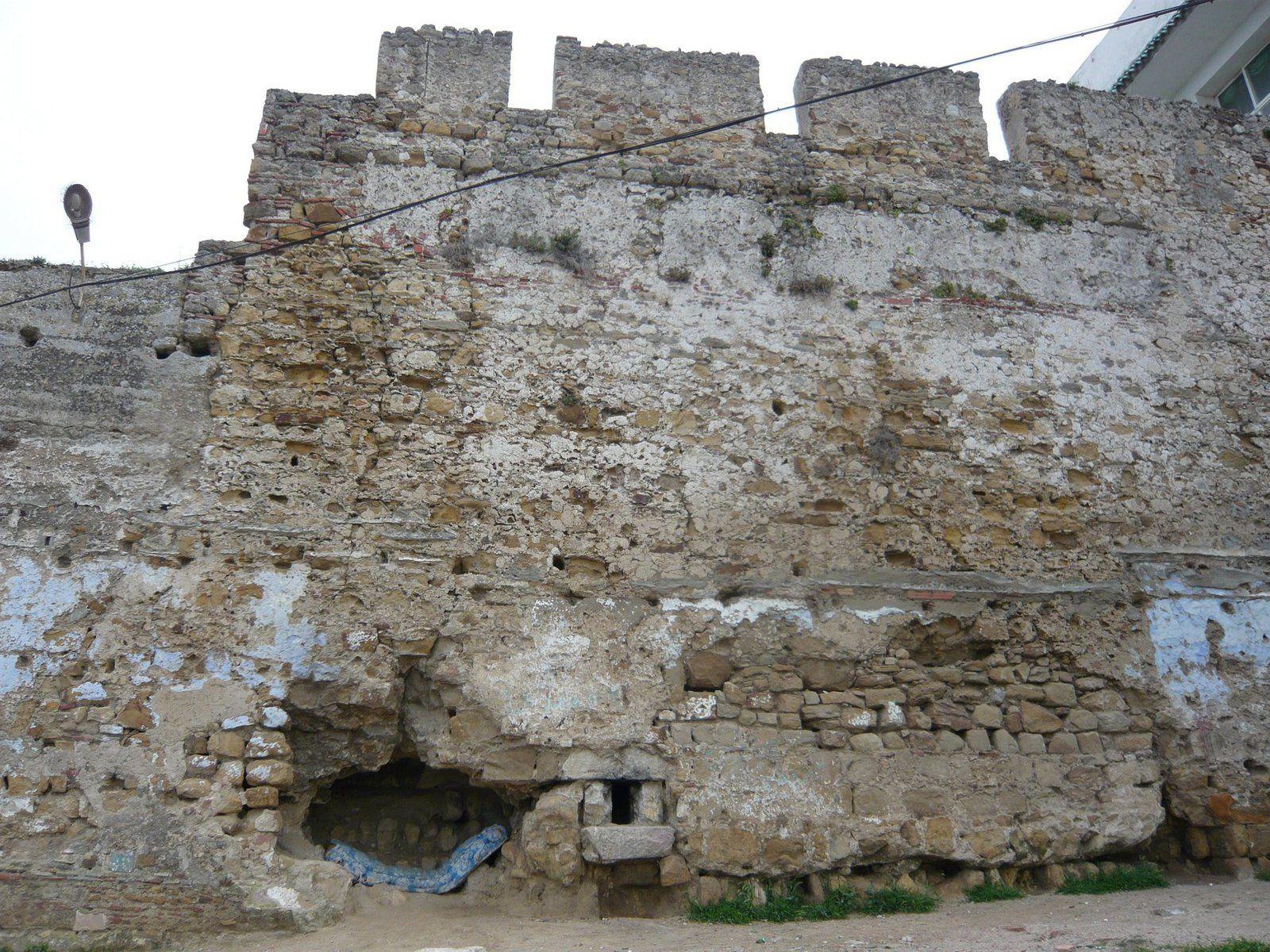 Le trou dans la muraille