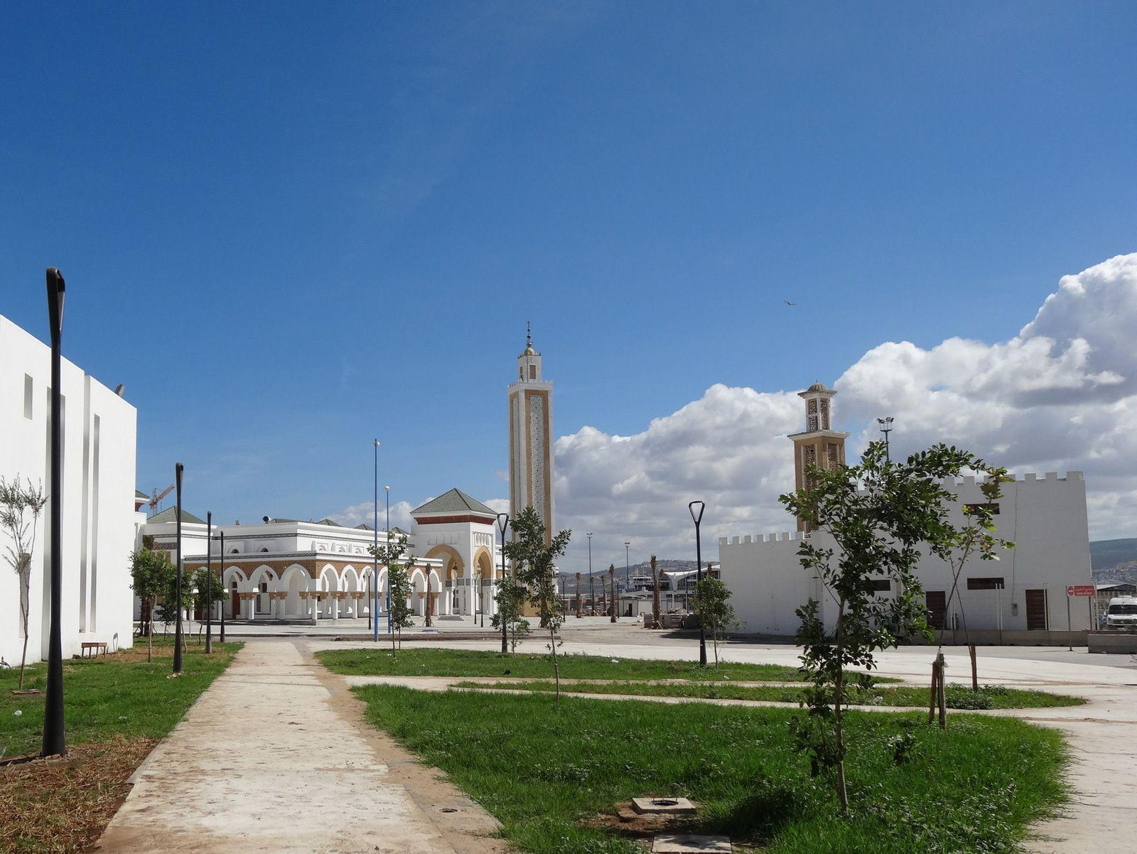 La nouvelle (et l'ancienne) mosquée du Port de Tanger (4 photos)