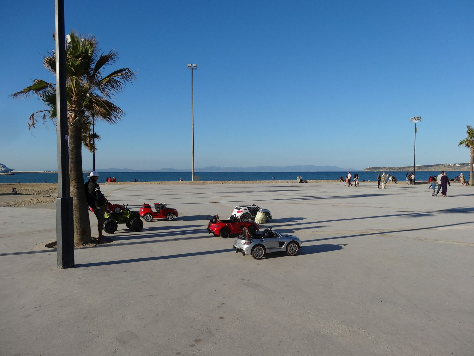 Promenade sur la corniche de Tanger (arrivée au Panorama : 3 photos