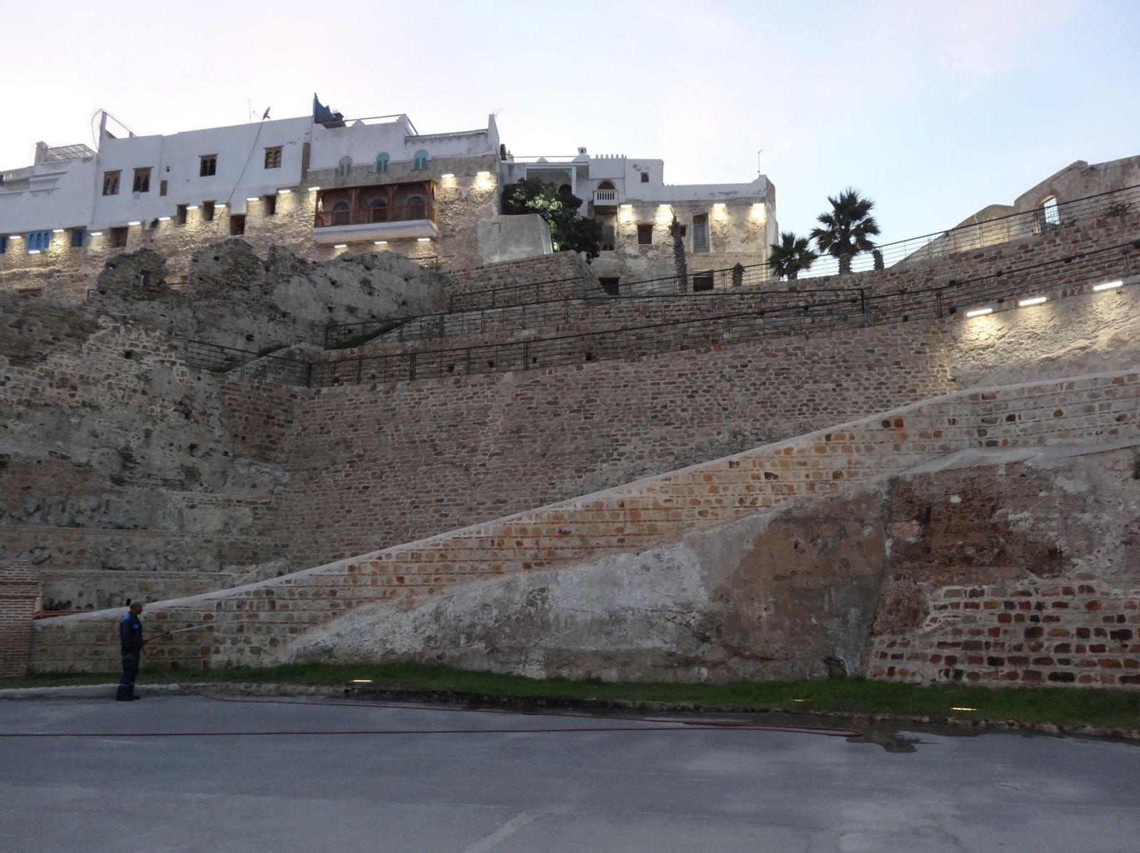 Début de soirée sur la muraille de la Médina à Tanger