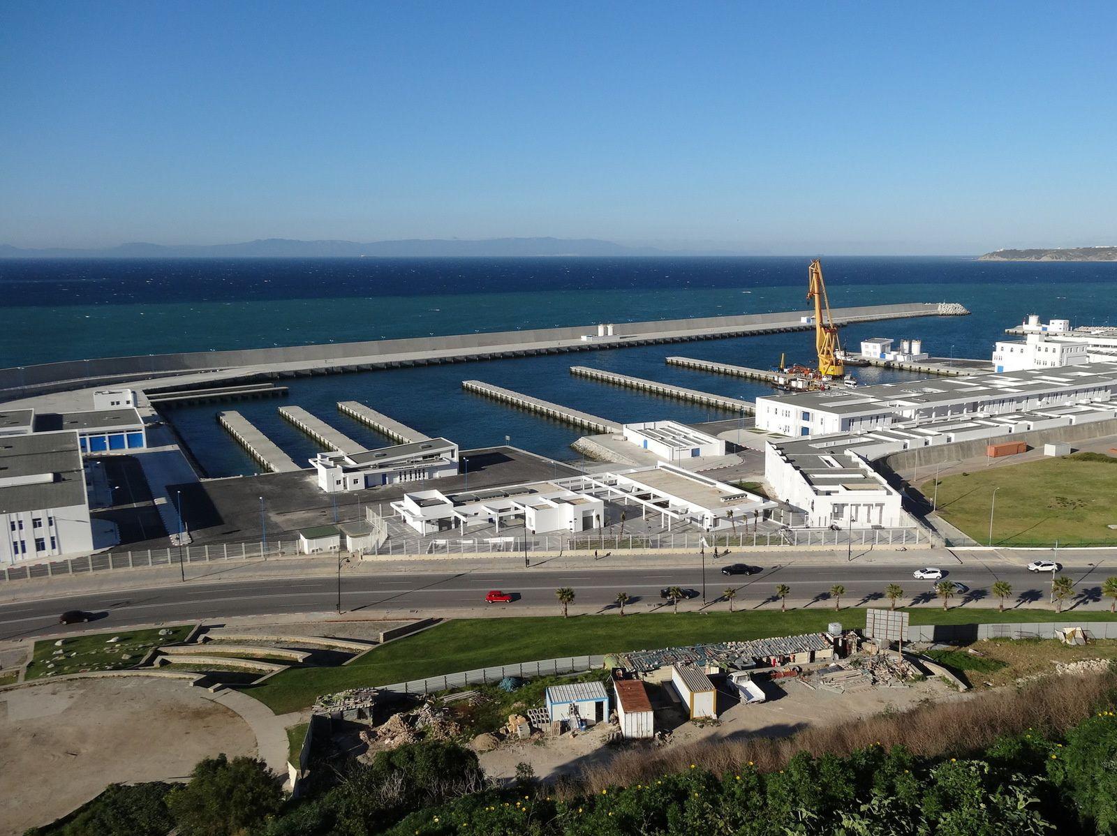 Le nouveau Port de Pêche de Tanger attend ses bateaux ...