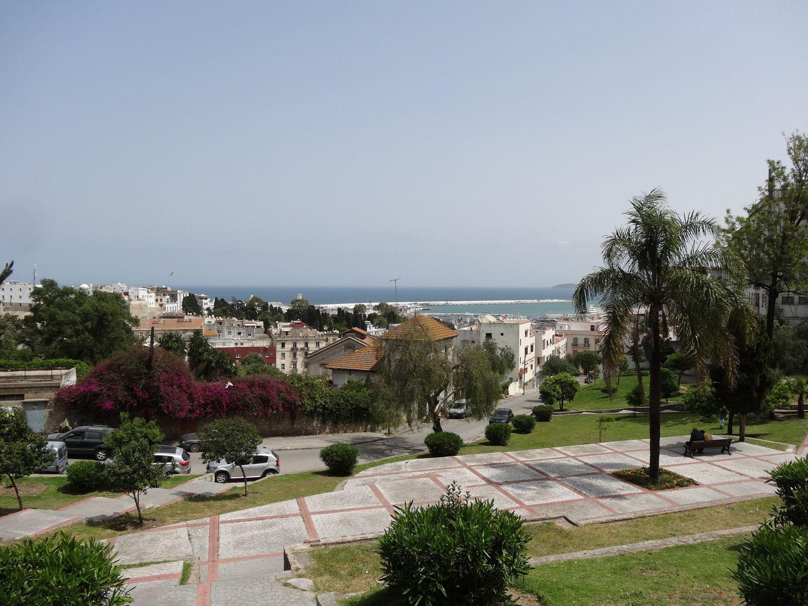 La vue depuis la place des Paresseux à Tanger (2 photos)