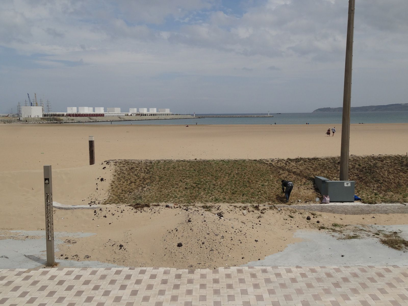 La corniche à Tanger, difficile de lutter contre l'ensablement (3 photos)