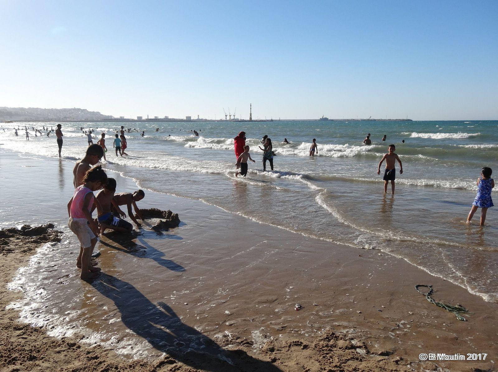 La fréquentation de la Plage de Tanger ville le samedi 1° juillet 2017 (5 photos à cliquer)
