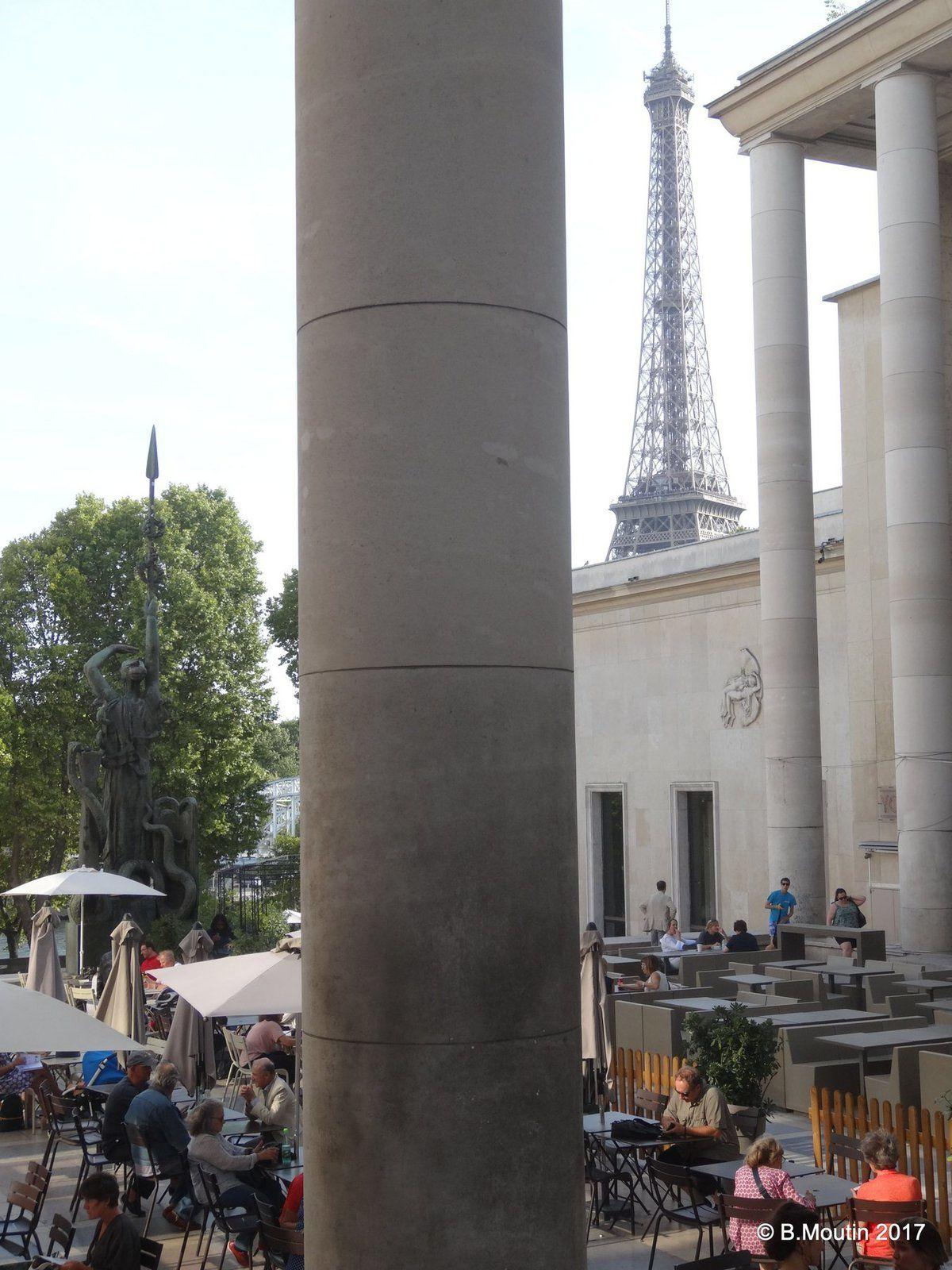 La terrasse du Musée d'Art Moderne à Paris