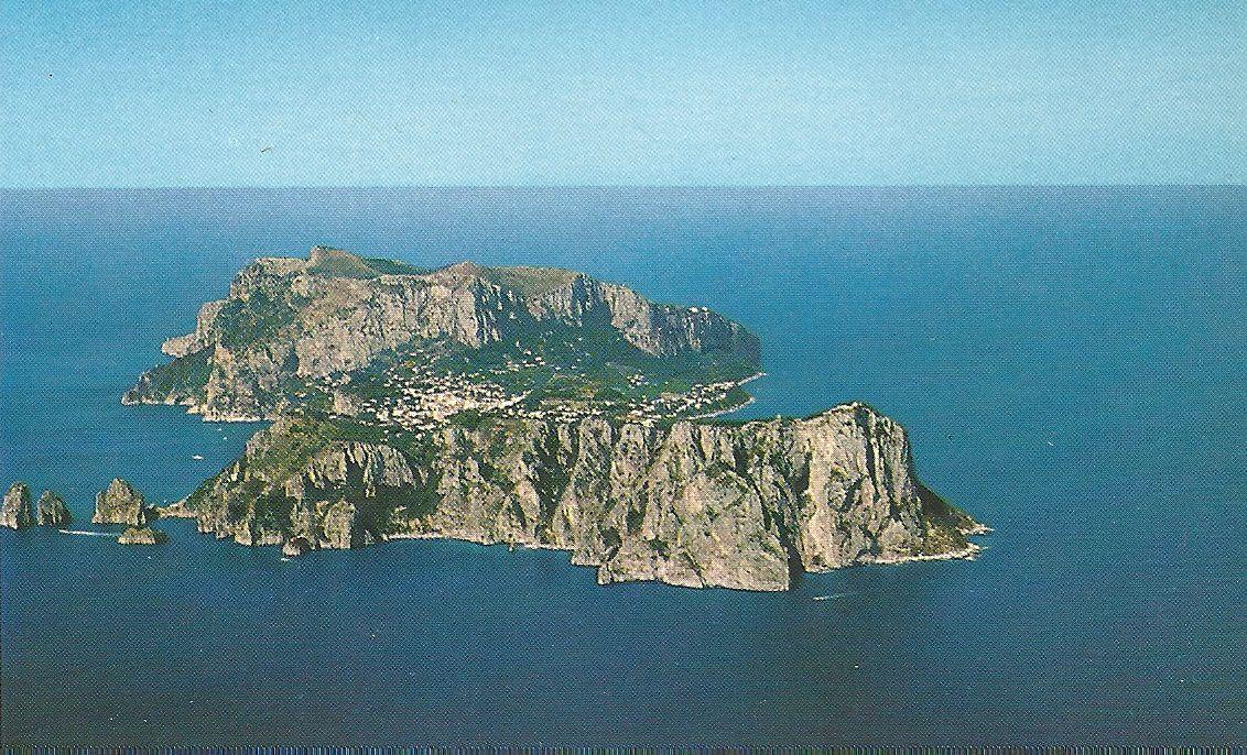 Ile de Capri dans la baie de Naples (Italie).