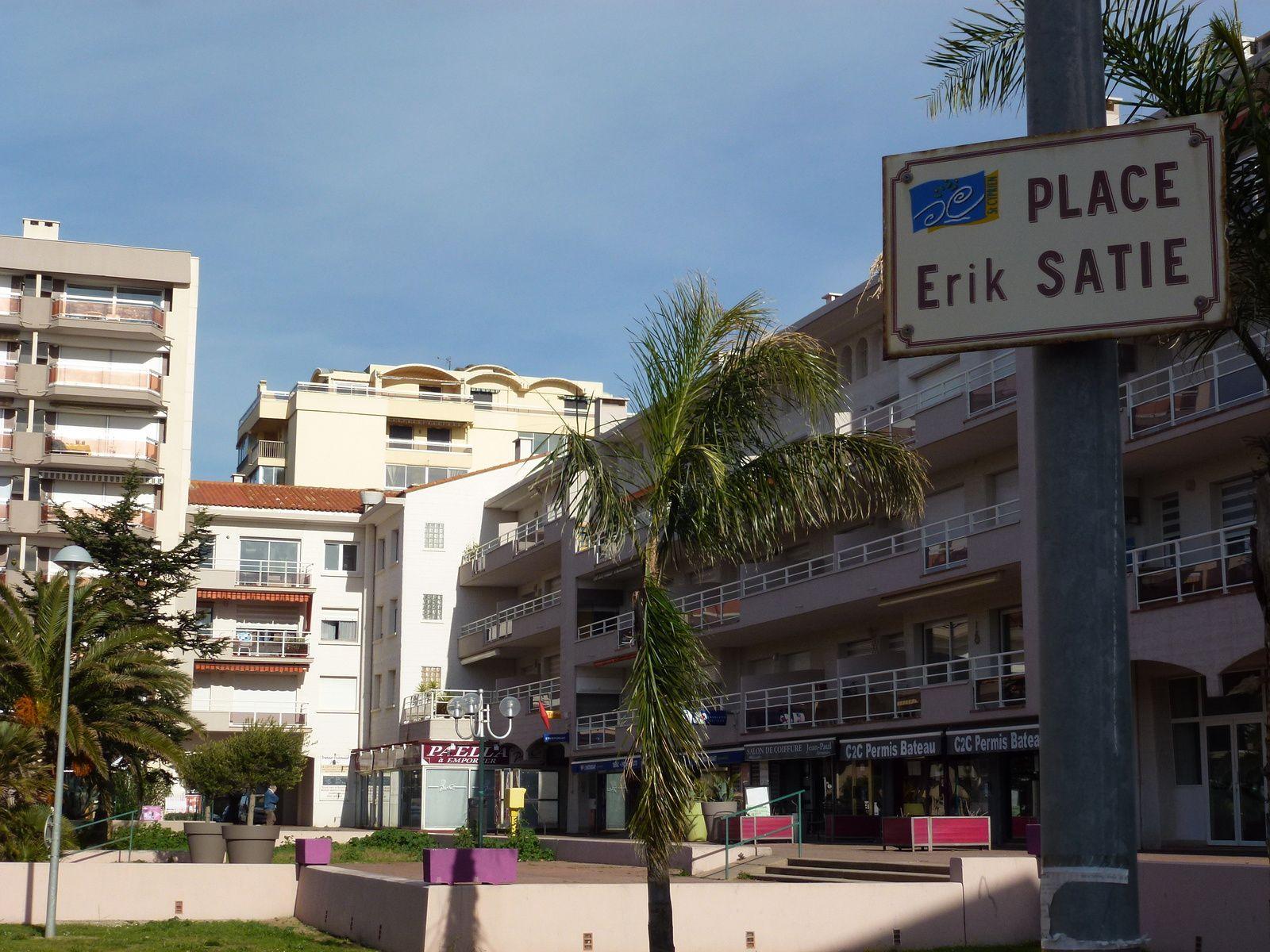 La place Erik Satie à Saint-Cyprien-Plage (Pyrénées-Orientales)
