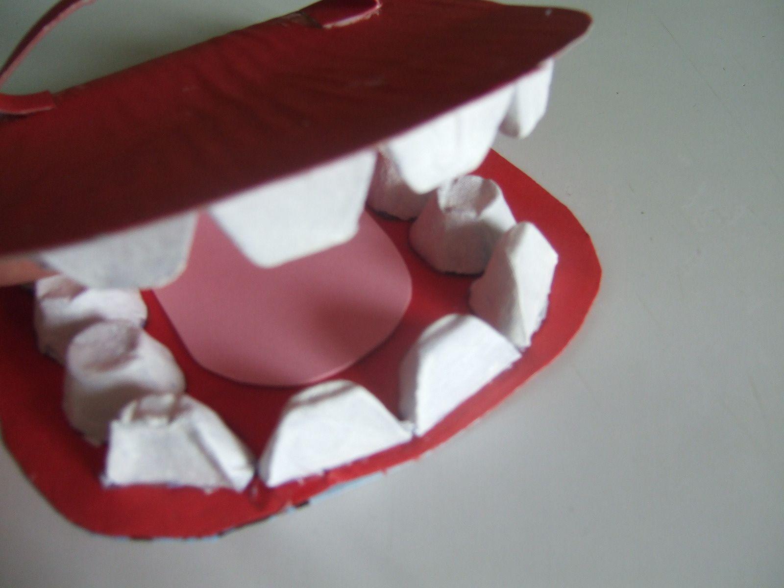 apprendre à se laver les dents : fabriquer sa &quot&#x3B;bouche&quot&#x3B;