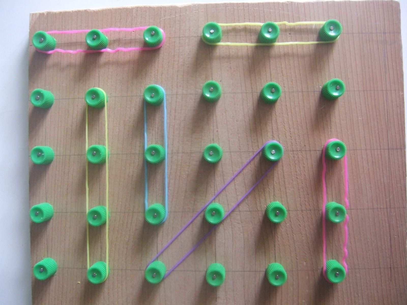 motricité fine : jouer avec des élastiques