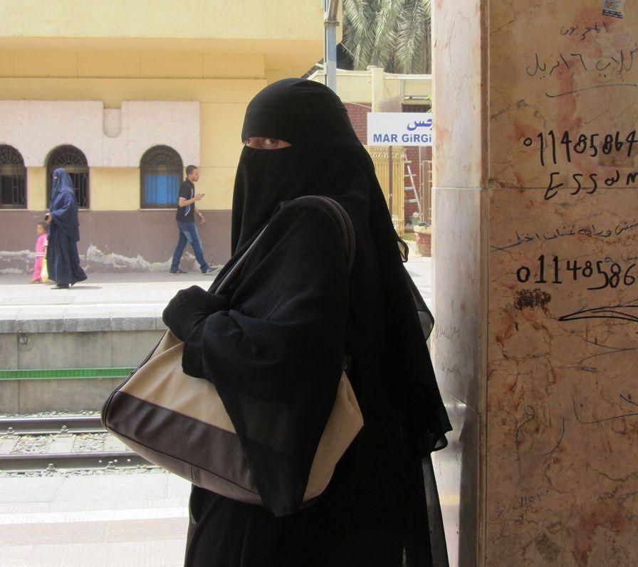 """Depuis quelques années , le voile intégral est apparu en Egypte. Loin de moi de polémiquer sur la question ...Mais on ne peut voler un regard, car les """"yeux sont le miroir de l'âme"""""""