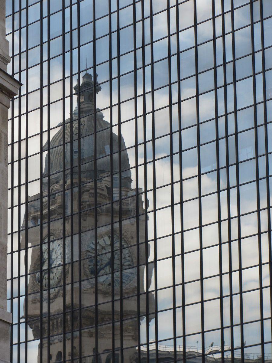Reconnaitre en passant la grosse horloge de la gare de Lyon.