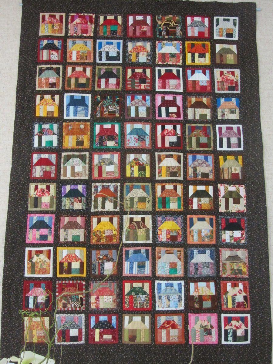 A l'entrée un patchwork avec des maisons, je sais que beaucoup d'entre vous affectionnent ce bloc traditionnel.