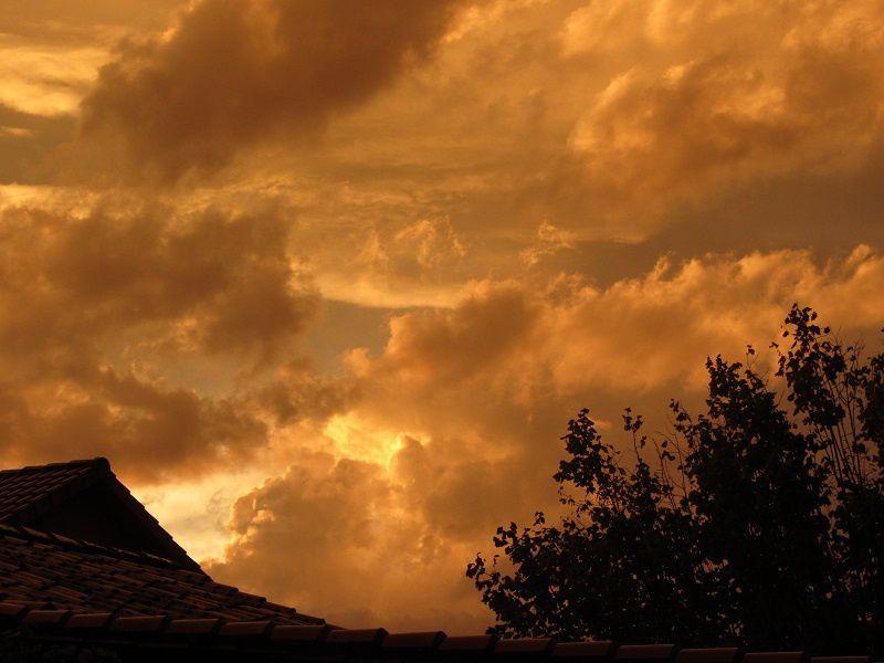 Le ciel remplit de nuages
