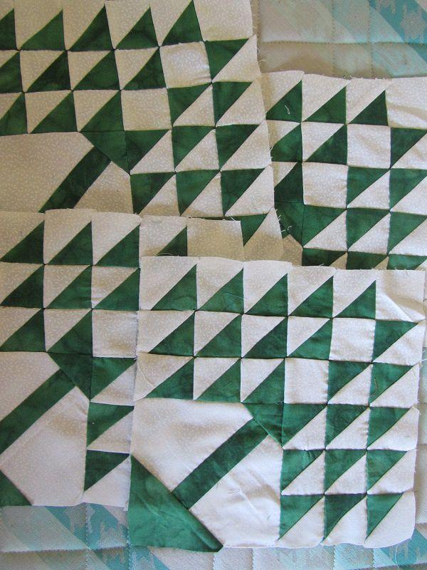 Enfin tout ça pour vous dire que je reprends un projet qui est resté en sommeil quelques temps. Avec un joli tissu vert ramené de Dubaï par Martine.