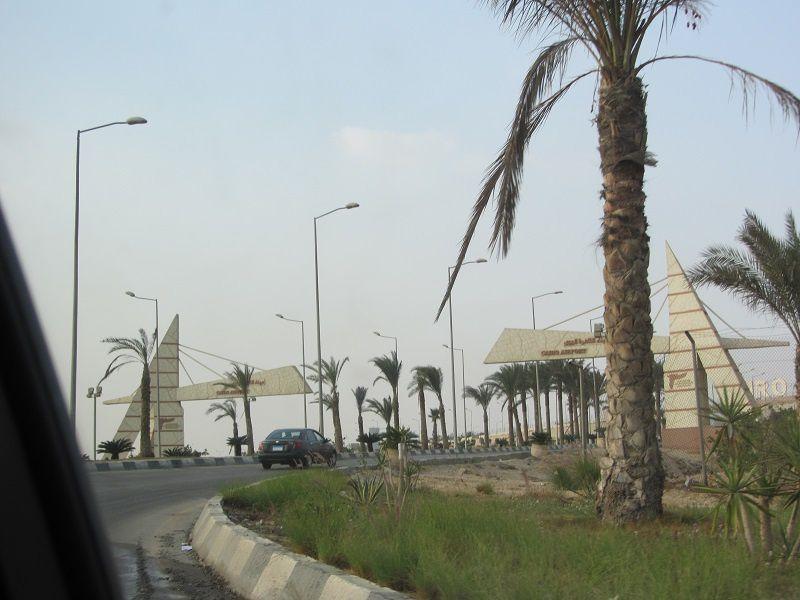C'est le grand jour ... celui des adieux. Voilà que se profile l'entrée de l'aéroport du Caire. Ce soir nous serons à Lyon.