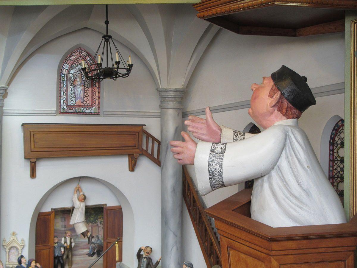 Le curé Ponnos qui invite à l'apaisement.