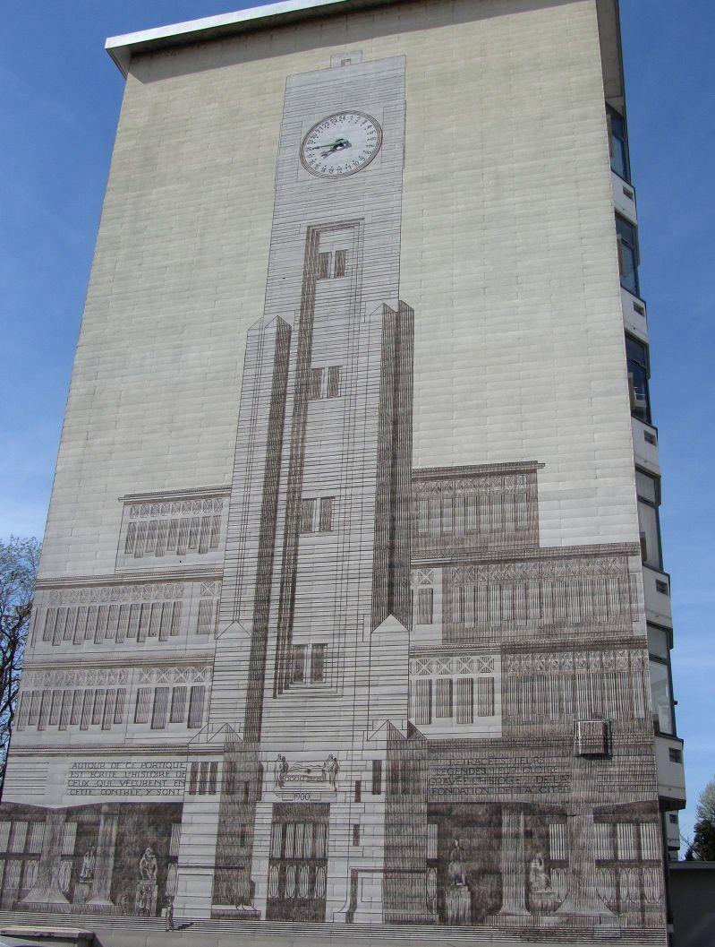 Symbole de l'activité inniterrompue du service public, l l'horloge de Tony Garnier à 24 chiffres. D'après vous quelle heure est-il ?