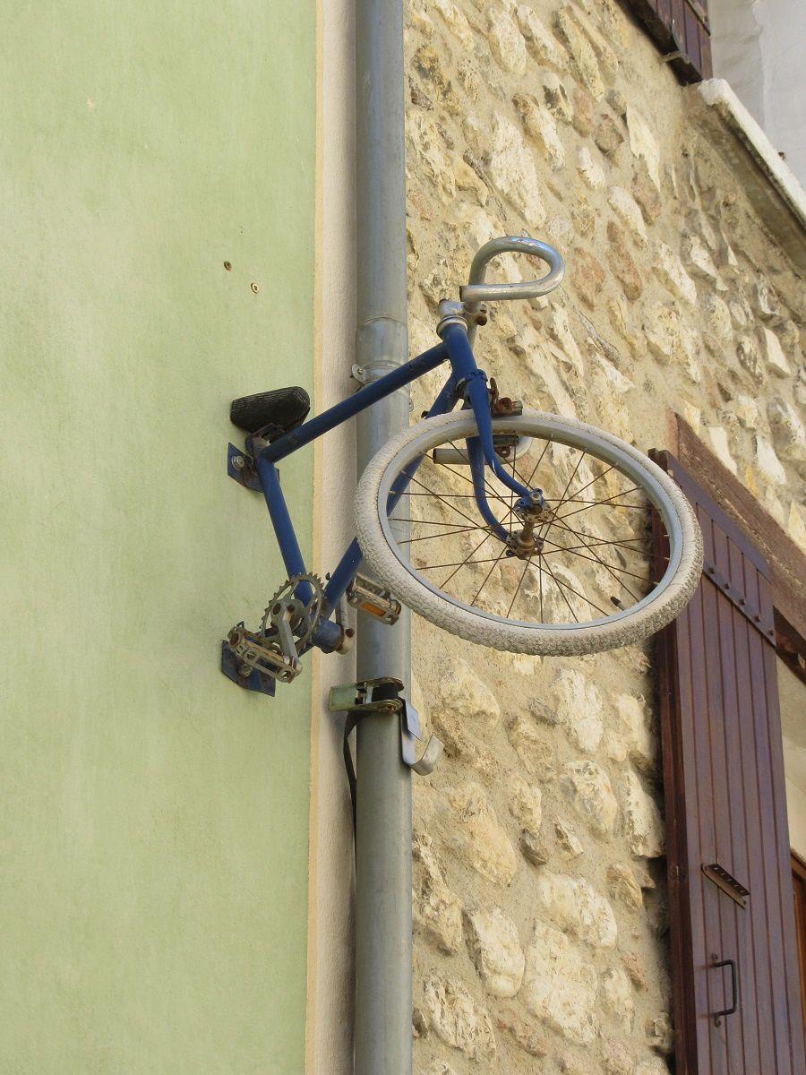 Les environs se prêtent à la balade en vélo, et les loueurs de cycles ne manquent pas