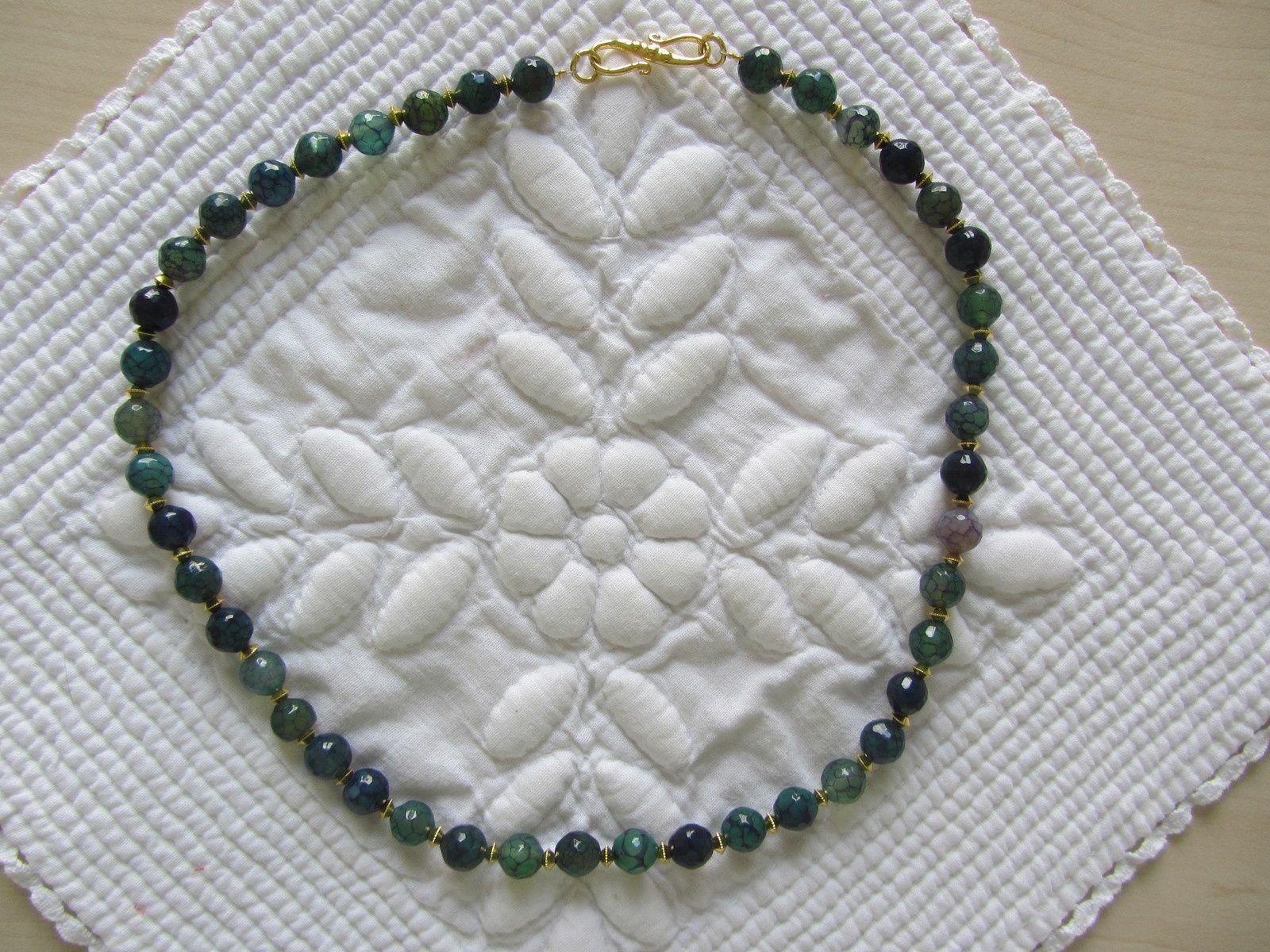 Un petit cadeau à faire à une amie... un collier !