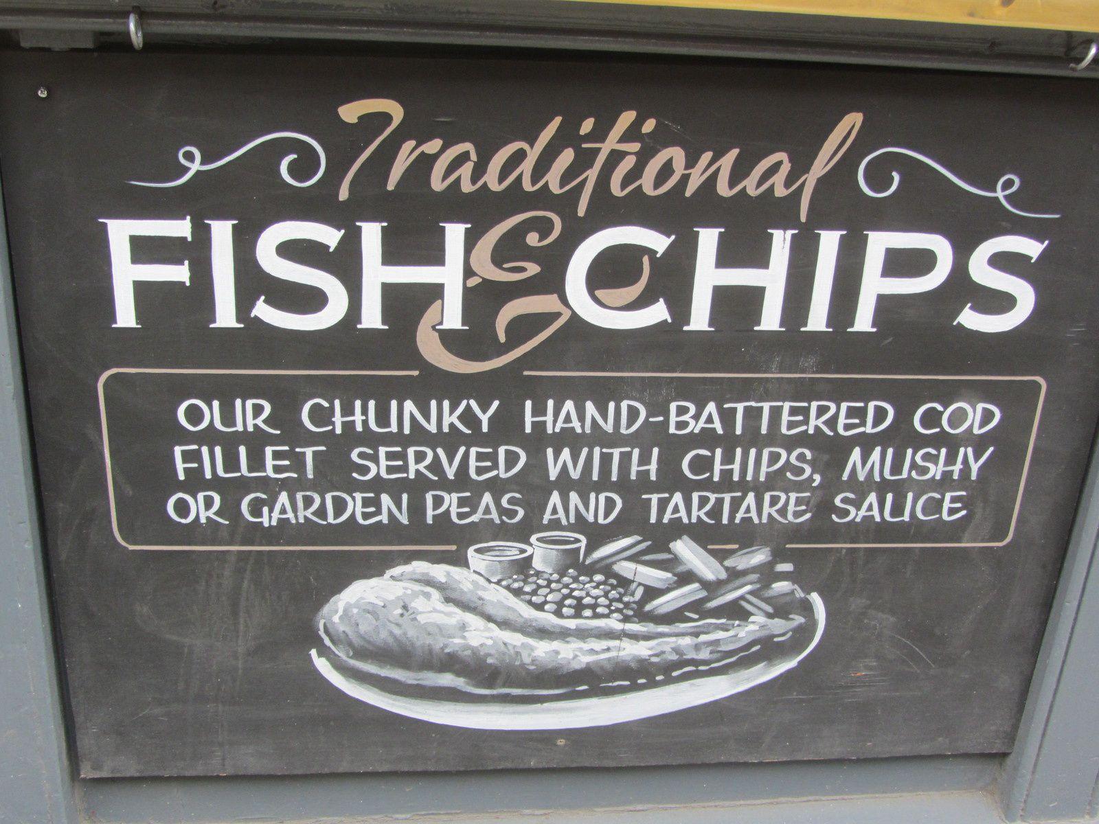"""Vous trouverz encore l'incontournable """"fish and chips """" mais le grand progrés c'est que l'on ne vous le servira plus dans un cornet en journal."""