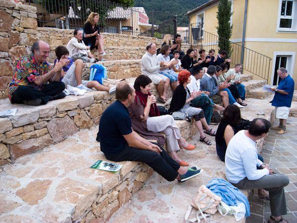 lecture publique de Vols de voix vers le 7 juillet 2017, sur les gradins antiques du Revest face au Parthénon revestois, la Tour, où siège Jupiter&#x3B; lecture de Moi, Avide 1°, l'Élu en 2009