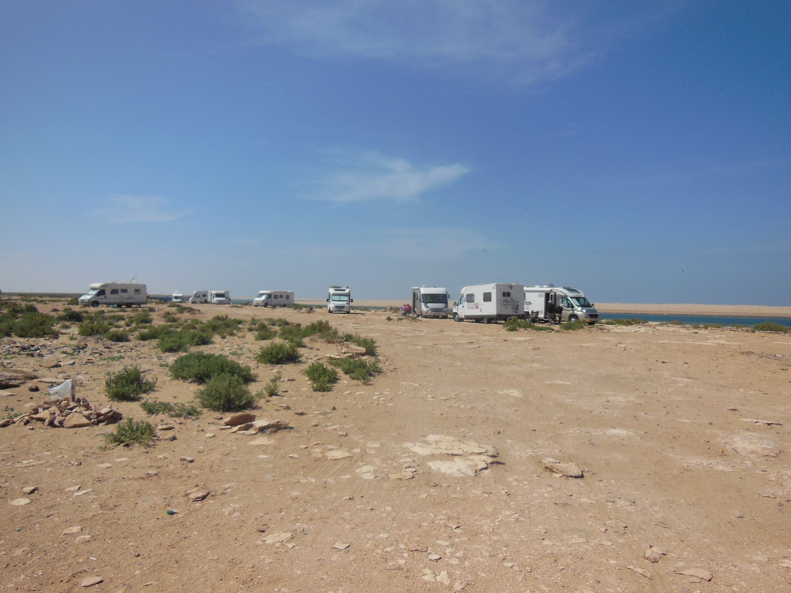 2eme photo les campings car vu de la lagune