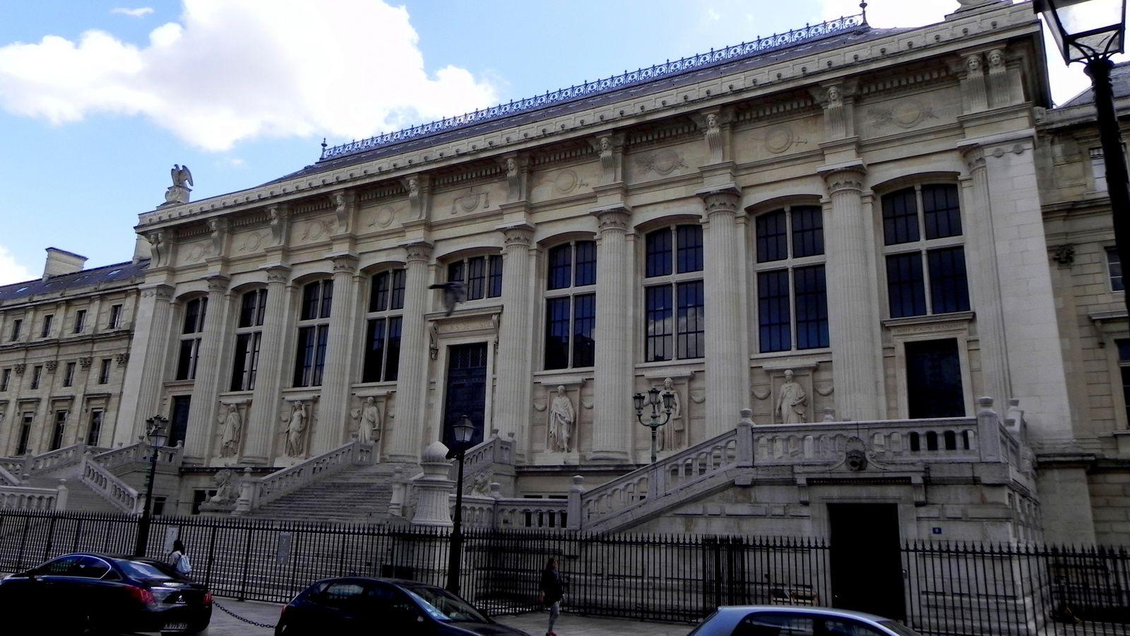 Le Palais de Justice (de l'autre côté)