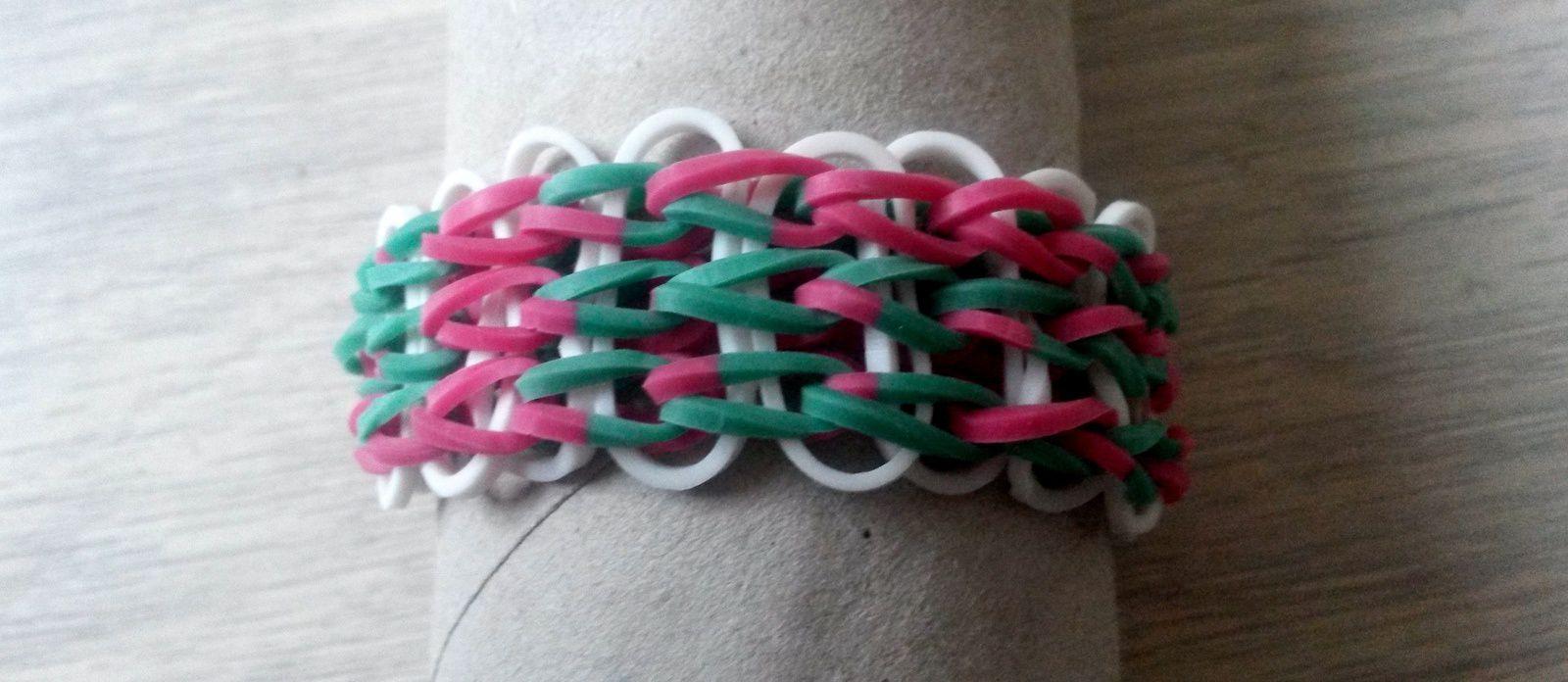 Bracelet aux couleurs du drapeau basque.
