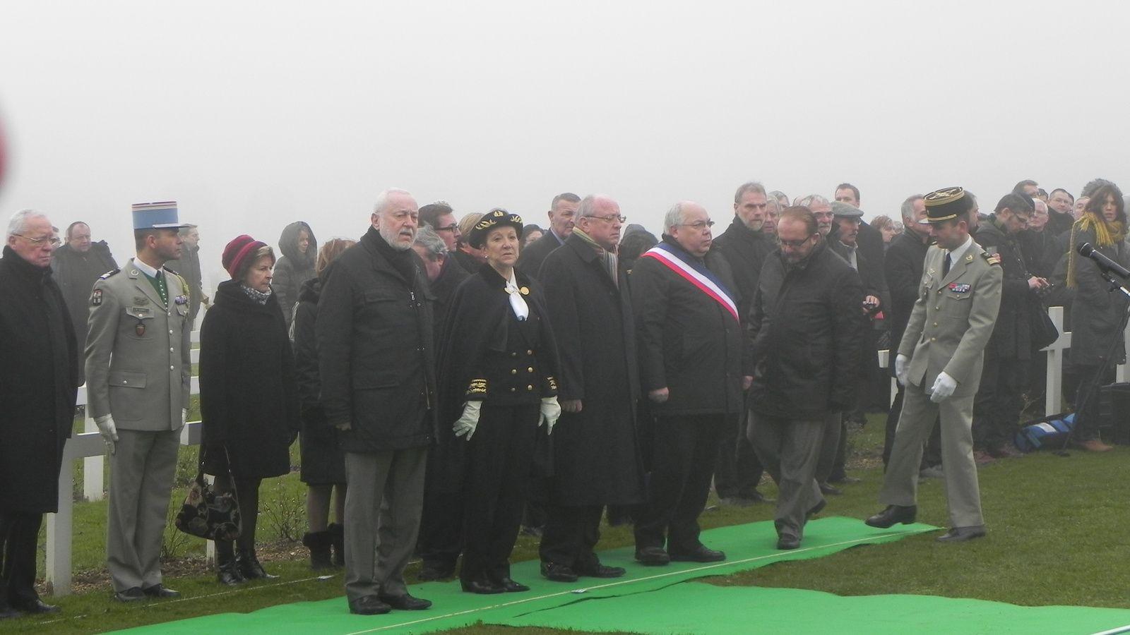 Les personnalités présentes dont madame la Préfète de la Meuse et monsieur le Maire de Fleury, monsieur Jean Pierre Laparra.
