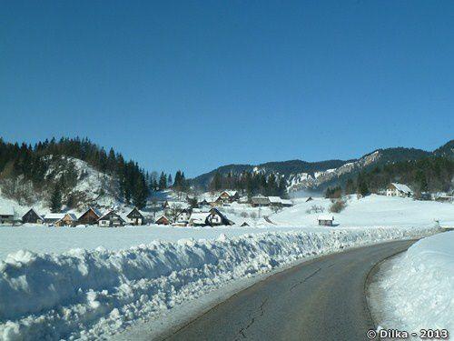 La route est encore bien enneigée