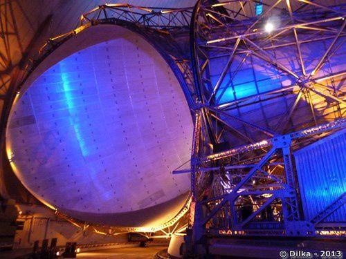 Le récepteur satellite sous la sphère blanche