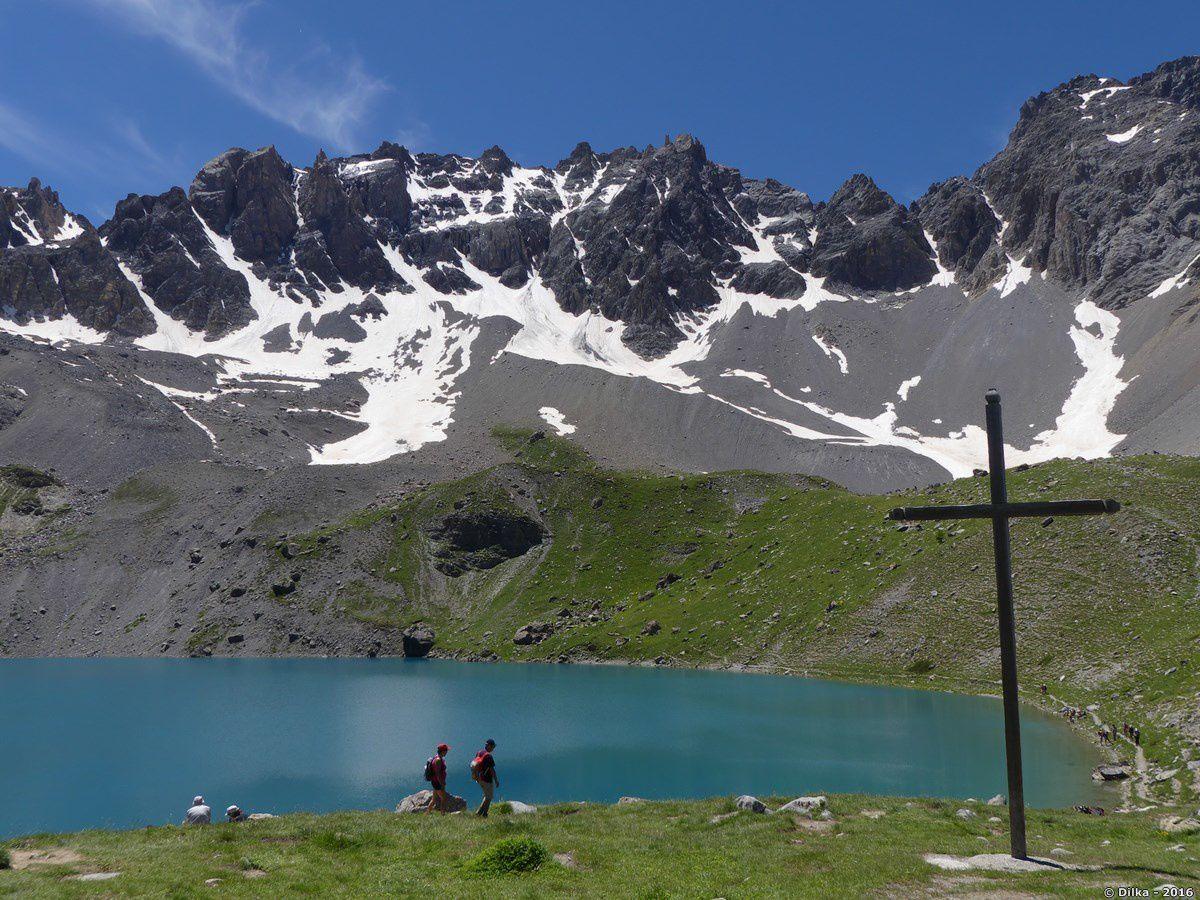 L'après-midi, la couleur de l'eau du lac Sainte-Anne change