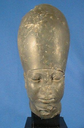 Wow! another missing nose African man! is this a coincidence? or these Pharaohs had no nose at all? I didn't know that Caucasian hate their own  pointy noses!
