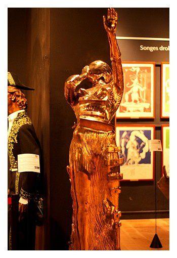 La femme en flammes  moulage 1980 &#x3B; bronze cette scupture réunit deux des obsessions de Dali : le feu et une figure féminine.