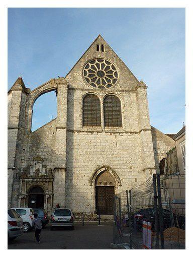lieu du concert :  l'église Saint Aignan début XVIe&#x3B; portail central XIVe&#x3B; portail de gauche XVIe&#x3B; tourelle XVI-XVIIs&#x3B; rose XVIIe&#x3B; fresques intérieures du XIXe